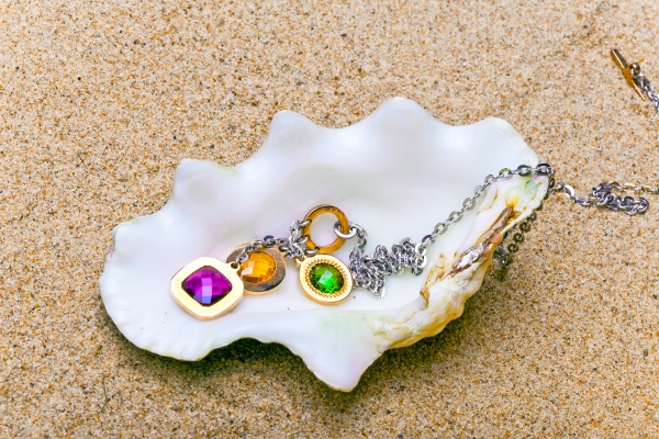 Jewelry In Sea Shell 70341607